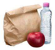 Τσάντα μεσημεριανού γεύματος εγγράφου με την κόκκινα Apple και το μπουκάλι νερό - Στοκ Εικόνα