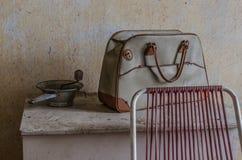 τσάντα σε ένα παλαιό κιβώτιο στοκ φωτογραφία με δικαίωμα ελεύθερης χρήσης