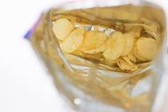 Τσάντα τσιπ πατατών κενή σχεδόν τελείως Στοκ εικόνες με δικαίωμα ελεύθερης χρήσης