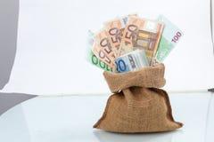 Τσάντα των ευρο- λογαριασμών χρημάτων Στοκ εικόνα με δικαίωμα ελεύθερης χρήσης
