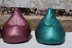 Τσάντα φασολιών φιαγμένη από πράσινο, πορφυρό και μπλε λαμπρό υλικό Στοκ φωτογραφία με δικαίωμα ελεύθερης χρήσης