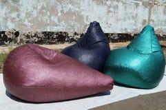 Τσάντα φασολιών φιαγμένη από πράσινο, πορφυρό και μπλε λαμπρό υλικό Στοκ Εικόνες