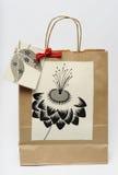 Τσάντα δώρων στο άσπρο υπόβαθρο Στοκ Φωτογραφία