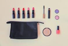 Τσάντα Makeup με τα καλλυντικά προϊόντα ομορφιάς Στοκ εικόνες με δικαίωμα ελεύθερης χρήσης