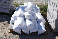 Τσάντες άμμου, τσιπ πετρών και τούβλα για την κατασκευή Στοκ Εικόνα