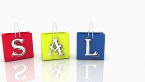 Τσάντες αγορών στα διάφορα χρώματα με την ΠΩΛΗΣΗ επιγραφής στο λευκό απεικόνιση αποθεμάτων