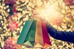 Τσάντες αγορών Χριστουγέννων υπό εξέταση στα Χριστούγεννα decoration9 στοκ εικόνα με δικαίωμα ελεύθερης χρήσης
