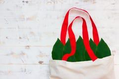 Τσάντες βαμβακιού και gar γυαλιού δωρεάν πλαστικές αγορές στοκ φωτογραφία με δικαίωμα ελεύθερης χρήσης