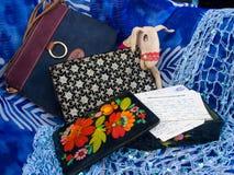 Τσάντες, επιστολές, Cascet και παιχνίδι στοκ φωτογραφίες με δικαίωμα ελεύθερης χρήσης