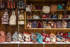 Τσάντες και σακίδια πλάτης με τα παραδοσιακά βουλγαρικά σχέδια Στοκ Φωτογραφία