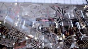 Τσάντες σε ένα κατάστημα μόδας πολυτέλειας απόθεμα βίντεο