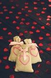 Τσάντες υφασμάτων με τις καρδιές Στοκ φωτογραφία με δικαίωμα ελεύθερης χρήσης
