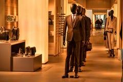 Τσάντες φορεμάτων κοστουμιών του Armani Στοκ Φωτογραφία