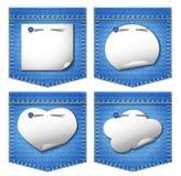 4 τσέπες τζιν με τις αυτοκόλλητες ετικέττες της Λευκής Βίβλου Στοκ εικόνες με δικαίωμα ελεύθερης χρήσης