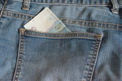 Τσέπη του Jean με ένα εν μέρει βλέπω ουκρανικό τραπεζογραμμάτιο Στοκ Φωτογραφία