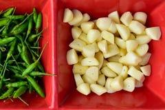 Τσίλι, τεμαχισμένο σκόρδο Στοκ Εικόνες