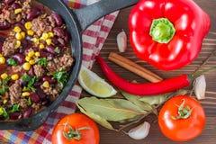 Τσίλι con carne και συστατικά Στοκ φωτογραφία με δικαίωμα ελεύθερης χρήσης