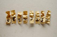 Τσαλακωμένος - λέξη στις κολλώδεις επιστολές στοκ φωτογραφία