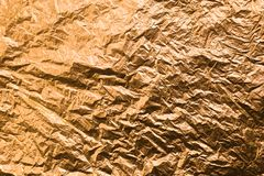 Τσαλακωμένο κίτρινο χρωματισμένο έγγραφο χρυσός ανασκόπησης κατα&sigm στοκ φωτογραφίες