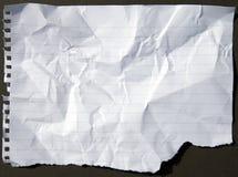 Τσαλακωμένο και σχισμένο διατρυπημένο φύλλο εγγράφου Στοκ εικόνες με δικαίωμα ελεύθερης χρήσης