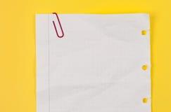 τσαλακωμένο paperclip φύλλο πο&upsilo Στοκ εικόνες με δικαίωμα ελεύθερης χρήσης
