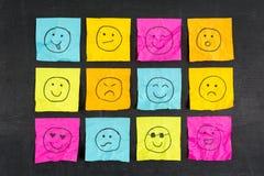 Τσαλακωμένη κολλώδης σημείωση Emoticons Στοκ Εικόνα