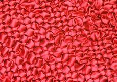 Τσαλακωμένη κόκκινη σύσταση υφάσματος μεταξιού Στοκ Εικόνες