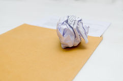 Τσαλακωμένο έγγραφο διαθέσιμο Στοκ φωτογραφία με δικαίωμα ελεύθερης χρήσης