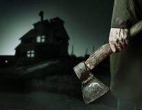 Τσεκούρι με το αίμα στο αρσενικό χέρι Στοκ Εικόνα