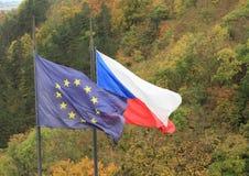 Τσεχικές και ευρωπαϊκές σημαίες Στοκ φωτογραφία με δικαίωμα ελεύθερης χρήσης