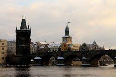 τσεχική Πράγα γεφυρών δημ&omicro Στοκ Φωτογραφίες