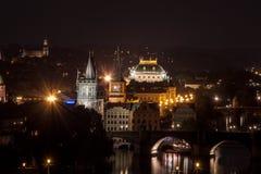 τσεχικό εθνικό θέατρο δημοκρατιών της Πράγας νύχτας Στοκ εικόνες με δικαίωμα ελεύθερης χρήσης