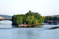 τσεχικό Πράγα γεφυρών vltava όψης ποταμών Charles Στοκ Εικόνες