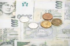 Τσεχικό υπόβαθρο κορωνών και νομισμάτων τραπεζογραμματίων στοκ φωτογραφία με δικαίωμα ελεύθερης χρήσης