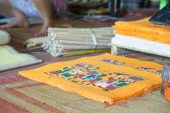 ΤΣΕ Ninh, Βιετνάμ - 9 Σεπτεμβρίου 2015: Μέσα του εργαστηρίου στο χωριό Ho ήχων καμπάνας Η λαϊκή ζωγραφική Ho ήχων καμπάνας είναι  Στοκ εικόνες με δικαίωμα ελεύθερης χρήσης