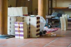 ΤΣΕ Ninh, Βιετνάμ - 9 Σεπτεμβρίου 2015: Μέσα του εργαστηρίου στο χωριό Ho ήχων καμπάνας Η λαϊκή ζωγραφική Ho ήχων καμπάνας είναι  Στοκ Φωτογραφία