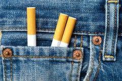 Τσιγάρα στην τσέπη τζιν Στοκ Εικόνα