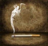 Τσιγάρο και απαίσιος καπνός θεριστών Στοκ φωτογραφία με δικαίωμα ελεύθερης χρήσης