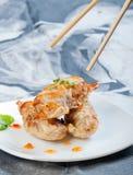 Τσιγαρισμένες γαρίδες που καλύπτονται με το επίγειο χοιρινό κρέας Στοκ φωτογραφίες με δικαίωμα ελεύθερης χρήσης