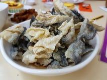 Τσιγαρισμένο δέρμα ψαριών σολομών Στοκ εικόνα με δικαίωμα ελεύθερης χρήσης