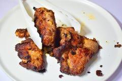 Τσιγαρισμένο χοιρινό κρέας - τοποθετήστε σε ένα εμπορευματοκιβώτιο Στοκ Φωτογραφίες