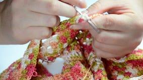 Τσιγγελάκι γυναικών (πλέξιμο) Κινηματογράφηση σε πρώτο πλάνο απόθεμα βίντεο