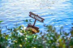 ΤΣΙΜΠΑ, ΙΑΠΩΝΙΑ: Καμία αλιεία στον ποταμό, Τόκιο Disneyland Στοκ Εικόνες