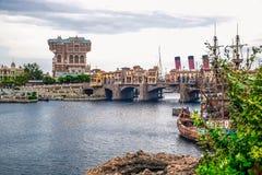 ΤΣΙΜΠΑ, ΙΑΠΩΝΙΑ: Μεσογειακό λιμάνι με τον πύργο της έλξης τρόμου στο υπόβαθρο στο Τόκιο Disneysea που βρίσκεται σε Urayasu, Τσίμπ Στοκ Εικόνες