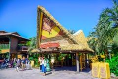 ΤΣΙΜΠΑ, ΙΑΠΩΝΙΑ: Πολυνησιακό εστιατόριο πεζουλιών στο Τόκιο Disneyland στοκ φωτογραφίες