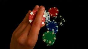 Τσιπ ενός χεριών ταχυδακτυλουργίας παιχνιδιού στο μαύρο υπόβαθρο Στοκ Φωτογραφίες