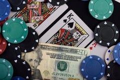 Τσιπ και κάρτα για το τυχερό παιχνίδι Στοκ φωτογραφία με δικαίωμα ελεύθερης χρήσης