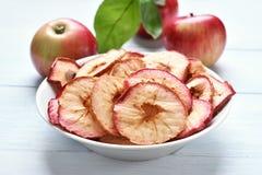 Τσιπ μήλων, υγιές πρόχειρο φαγητό φρούτων Στοκ Φωτογραφίες