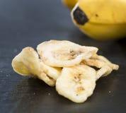 Τσιπ μπανανών (κινηματογράφηση σε πρώτο πλάνο που βλασταίνεται) Στοκ Φωτογραφία
