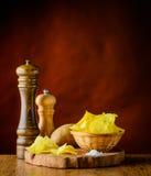 Τσιπ πατατών και άλας Στοκ φωτογραφία με δικαίωμα ελεύθερης χρήσης